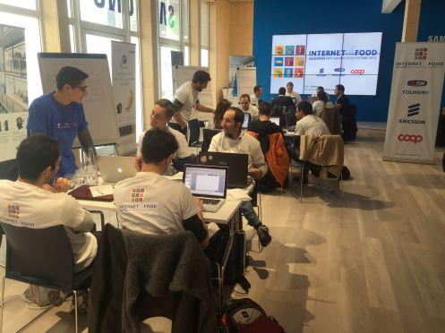 Un momento dell'Internet of Food Hackathon